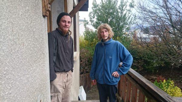 Plume  et Bobby ont besoin de draps et de couverture, et de matériel de jardinage - Radio France