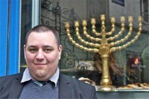 L'un des policiers chargés de traiter l'affaire Ulcan est Michel Thooris, militant ultra-sioniste proche de Marine Le Pen