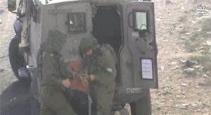 Palestine : Un enfant handicapé menotté et arrêté par les soldats israéliens