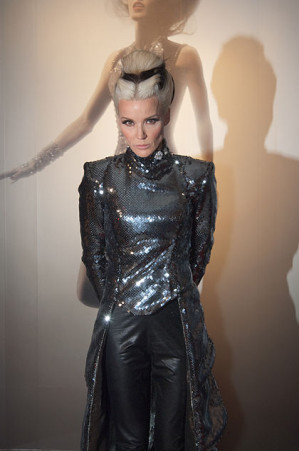 Daphne_Guinness_at_FIT