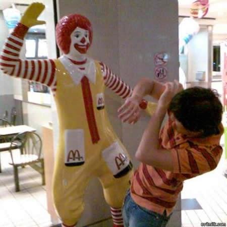 Attention à Ronald McDonald's