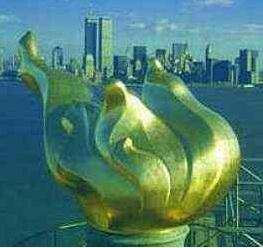Image d'avant le 9/11, montrant les tours du WTC et la flamme de la Statue de la Liberté