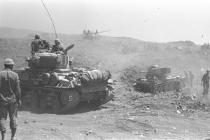 Israeli_tanks_advancing_on_the_Golan_Heights._June_1967