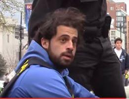 Yosef Steynowitz après avoir été appréhendé par la police de DC