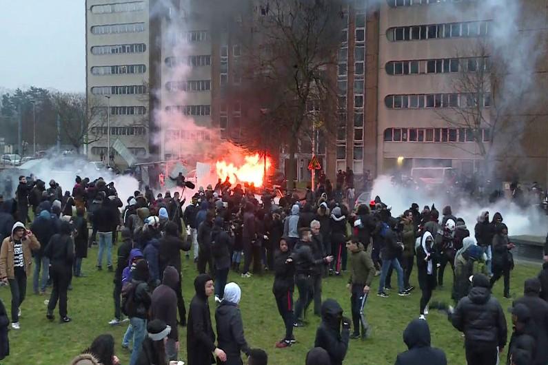 echauffourees-a-bobigny-en-marge-d-une-manifestation-de-soutien-a-theo-le-11-fevrier-2017