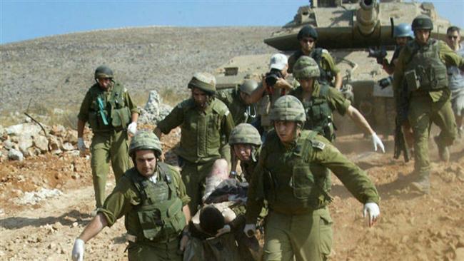 Des soldats israéliens évacuent un blessé au cours de la seconde guerre du Liban, le 24 juillet 2006. ©Flash 90