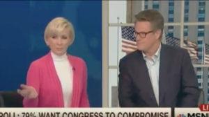 La journaliste présentatrice Mika Brzezinski en plateau sur la chaîne d'information continue MSNBC le 22 février 2017, capture d'écran YouTube DR