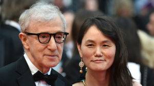 Woody Allen aux côtés de son épouse Soon-Yi, photo d'archive © ALBERTO PIZZOLI Source AFP