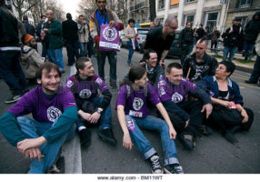 no-sarkozy-day-demonstrators-organized-a-peaceful-sitting-after-being