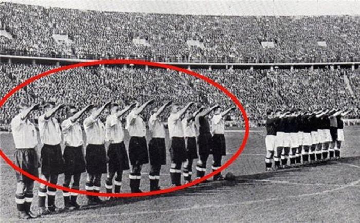 9. Equipoe anglaise Berlin 1938.jpg