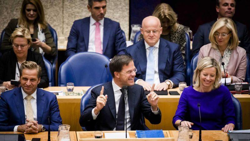 Le Premier ministre néerlandais Mark Rutte (centre) et Kajsa Ollongren, ministre des Affaires intérieures - Photo d'illustration - EPA