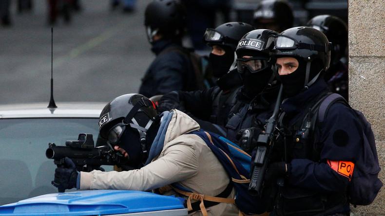 Des policiers prennent position à Nantes le 26 janvier (image d'illustration) © Stephane Mahe Source Reuters
