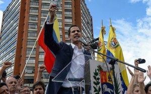 Juan Guaido, s'adresse à la foule lors d'un rassemblement d'opposition (Federico Parra/AFP)