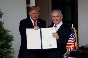 Donald Trump a signé un décret reconnaissant la souveraineté d'Israël sur le plateau du Golan