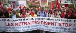 «Augmentez nos retraites», clament plus d'un millier de personnes à Paris