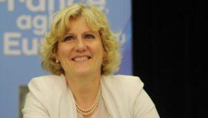 Nadine Morano outrée par une femme voilée sur la plage : l'élue UMP fait du pied au FN
