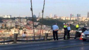 Un homme se suicide, le policier prend un selfie